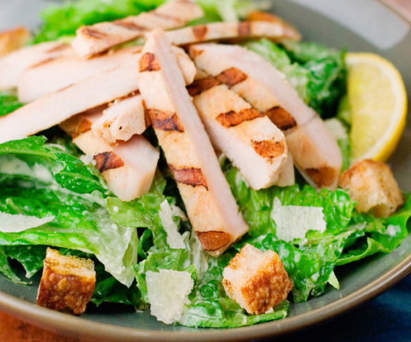 Grilled-Chicken-Caesar-Salad-Roundup_v53d3j